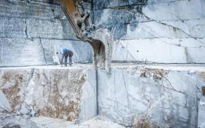 cava di marmo grigio